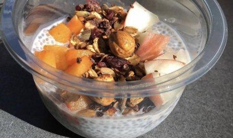 Chia pudding abricots, pêches, granola, bar à salades, Villeurbanne