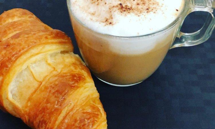 petit déjeuner, café, croissant, nespresso, villeurbanne