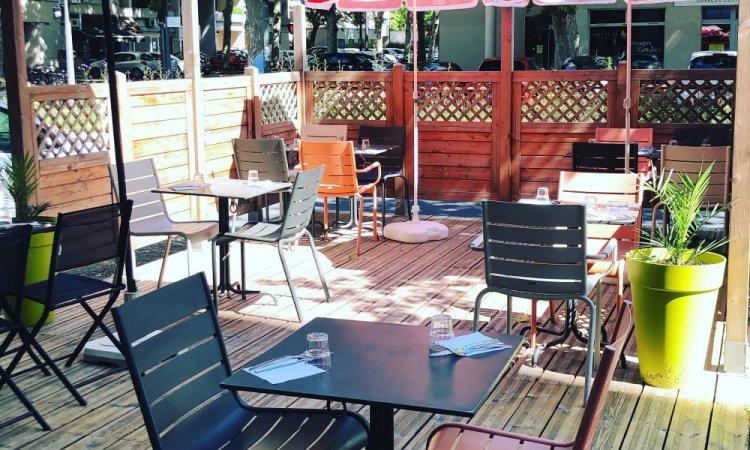 Terrasse ombragée, bar à salade, Villeurbanne, Le petit Ours Gourmand